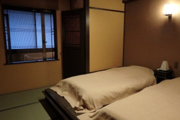<p>The deluxe twin has a separate bedroom.The futons were very comfortable.</p>