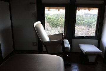 <p>Massage rooms overlook Mt. Fuji too. Advance booking required</p>