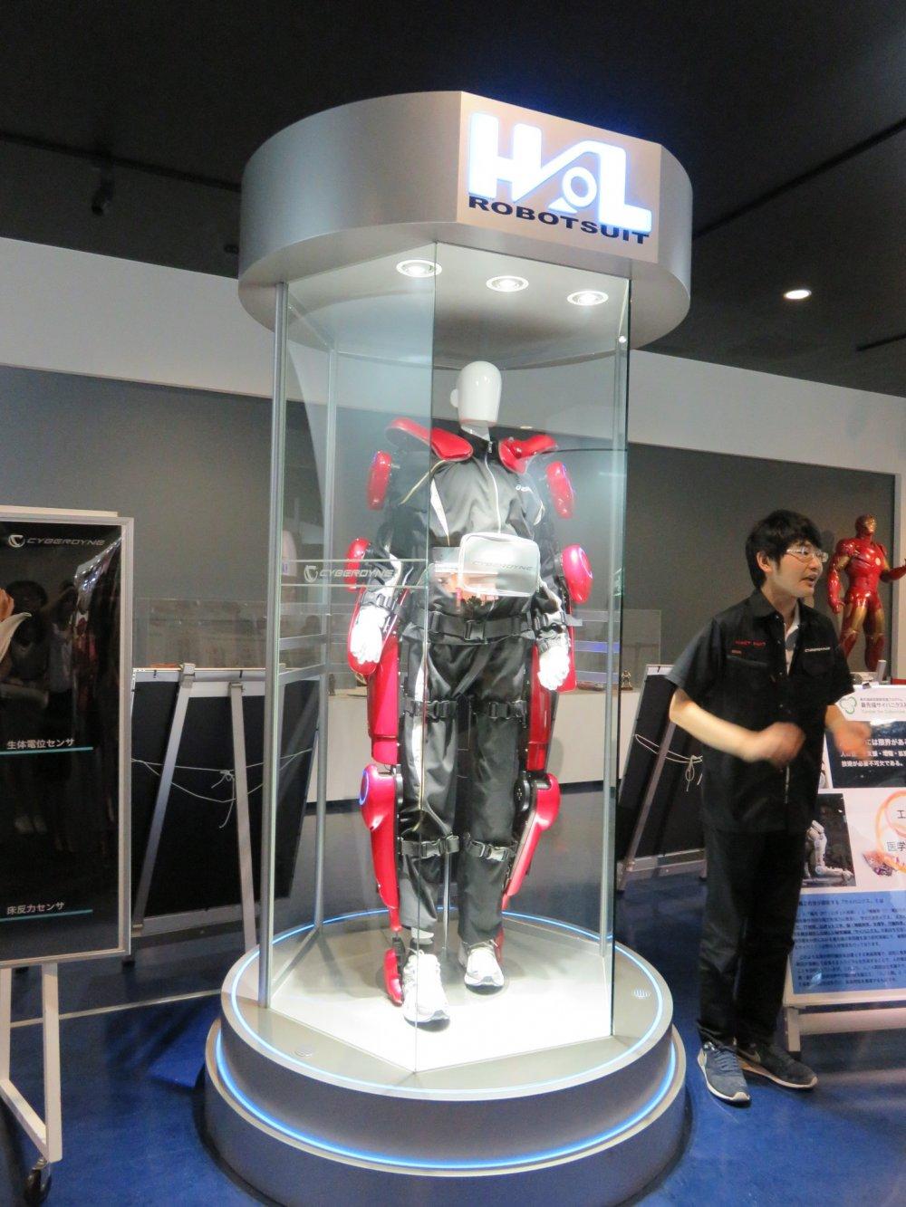 HAL® (Hybrid Assistive Limbs)의 구형 모델을 만나다