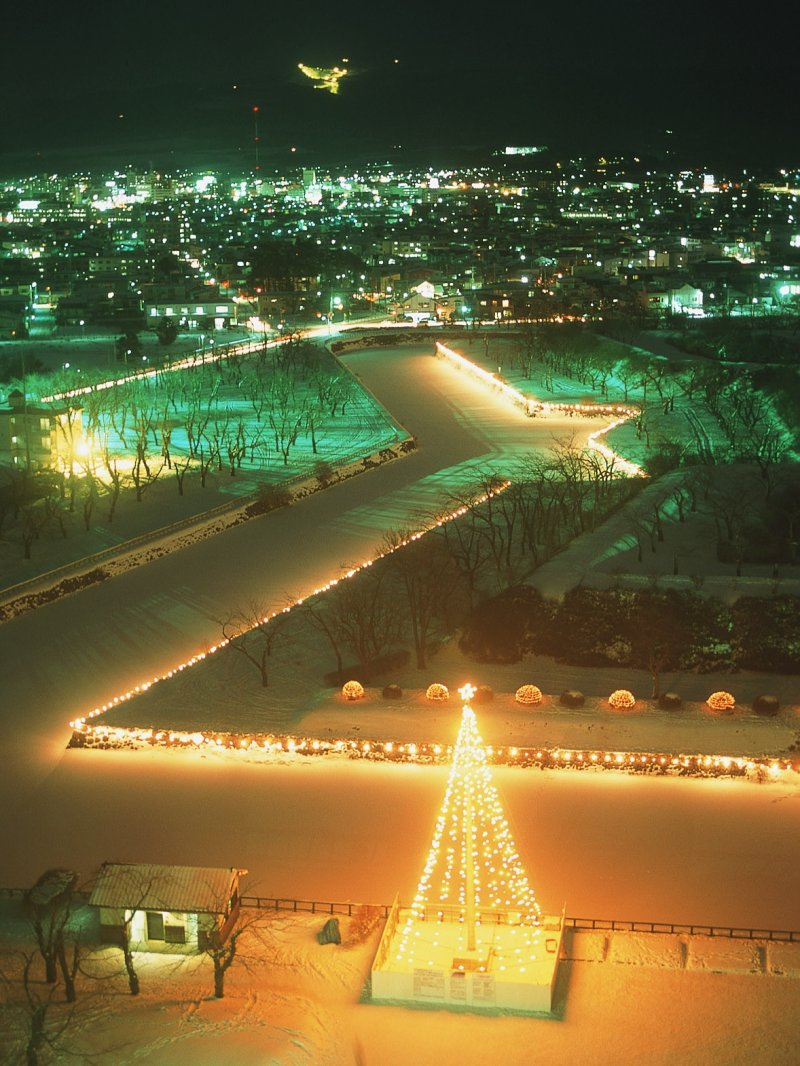 <p>The Goryokaku fortress illuminated in the winter</p>