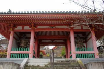 <p>The Niomon Gate, entrance to the inner grounds. It was build in 1212.</p>