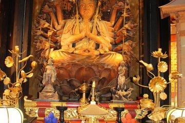 <p>The 1,000-armed Senju Kannon Buddha.</p>