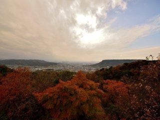Từ đền Yakuri bạn có thể nhìn qua thành phố