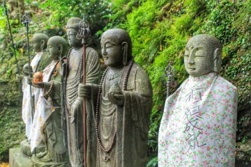 . . . and also some bigger Buddha statues