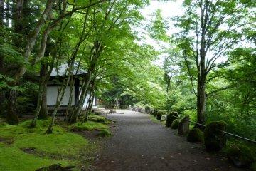 The path to Narabi-jizo