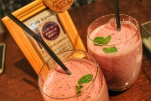Wild berry smoothie with mint