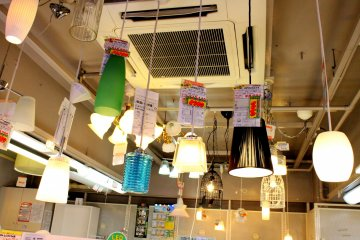 <p>Feel free to take your pick from various hanging lights on display.</p>