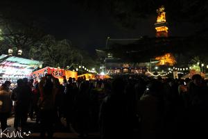 Rassemblement au temple Zojoji pour le passage à la Nouvelle Année.