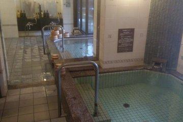 <p>ห้องอาบน้ำในร่ม</p>