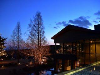 黄昏時のホテルの眺め