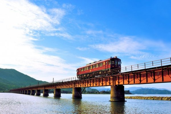 Named after the pine trees that line the shore atAmanohashidate, it offers luxury dining in polished wood carriages, and spectacular views of the Japan Sea on one side and green mountains and rice fields on the other side.