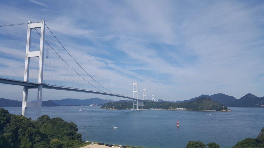 Pemandangan jembatan dari pusat informasi