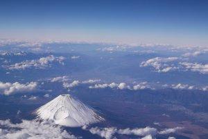 Khung cảnh khi nhìn trên tàu Fuji sẽ gần hơn bức ảnh này