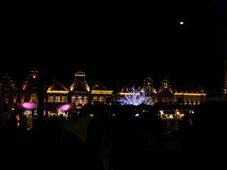 The half moon was up in the night sky above the beautifully illuminated Huis Ten Bosch