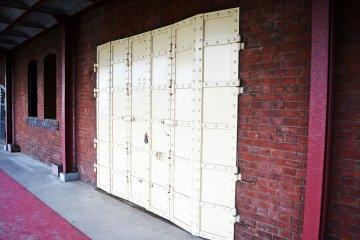 <p>ประตูเหล็กตั้งแต่สมัยอดีต</p>