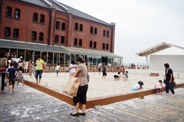 <p>กระบะทรายให้เด็กๆได้เล่นกันสนุกสนาน</p>