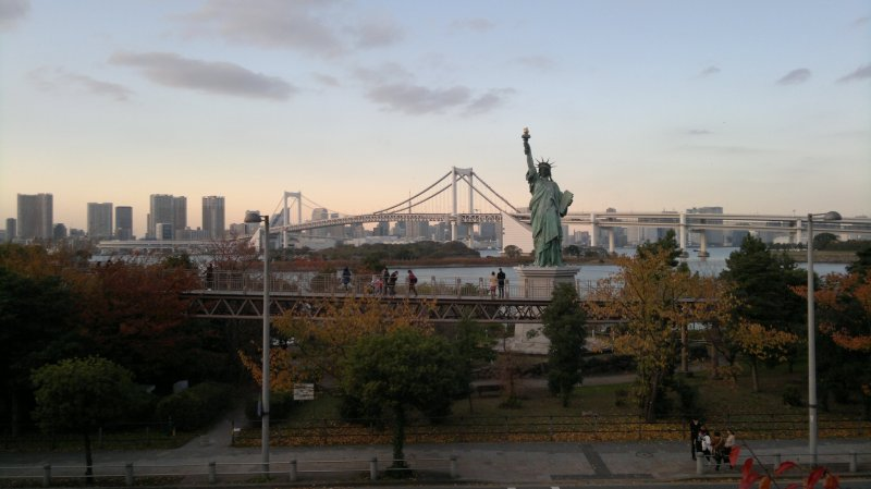 <p>The iconic Liberty Statue and Tokyo waterfront</p>
