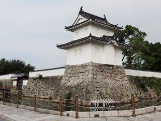 Awalnya ada dua belas pintu gerbang dan sepuluh turret.