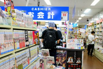 <p>Satisfy yourself with more than a thousand books, magazines and comics on display, as well as art materials.</p>