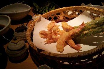 明虾和芦笋