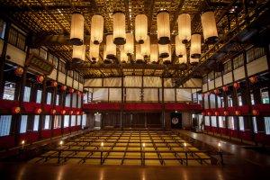 Большой театр Конпира, самый старый театр Кабуки, существующий в Японии