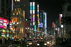 Nishi-dori lights up for west Tenjin crowds every night