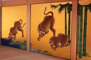 Peintures sur portes coulissantes au château de Nagoya