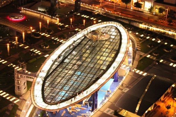 Vue du Spaceship-Aqua depuis la tour télé de Nagoya