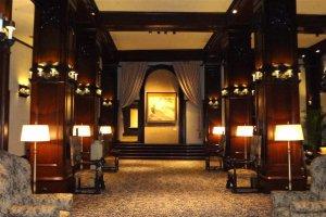 ホテル・ニューグランド 本館ロビー