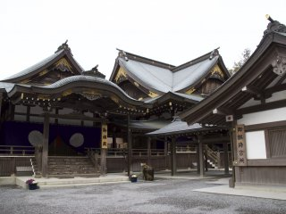 Along with the two main shrines of Naikuu and Gekuu, there are over 120 branch shrines nearby. It is impossible to visit them all.