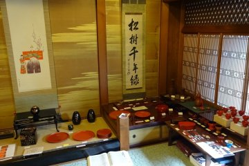 Not just the lacquerware is nice to look at but also the interior of the Kuroe Nurimono-kan with features from the Edo and from the Taisho Periods of Japanese history.