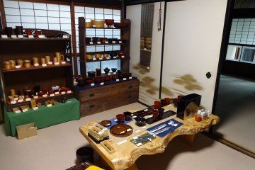 The Kuroe Nurimono-kan is a beautifully preserved old townhouse. Why not shop for lacquerware in a traditional environment?