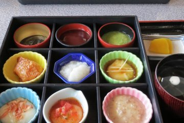 Mochi ryori (local dish of rice balls covered with various toppings)