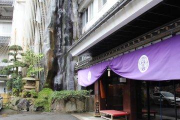 Entrance to Asanoya, Yumura onsen town