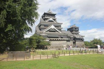 Summer vibes at Kumamoto Castle