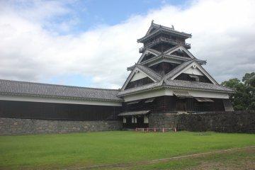 The back side of Kumamoto Castle