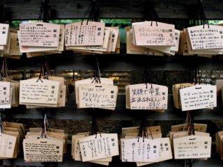 Doa-doa khusyuk yang tertulis dalam papan kayu kecil