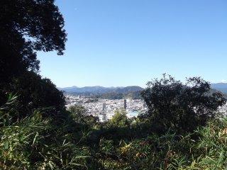 Thành phố Shizuoka nằm trong lòng những ngọn đồi cây