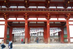 Il faut passer ce cloitre pour accéder à la salle du grand Bouddha