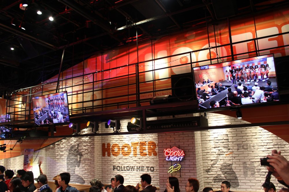 Hooters eau claire wi