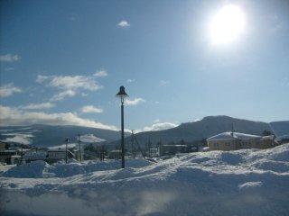 Esta foi a paisagem que me deu as boas-vindas no exterior da estação de Onuma Koen