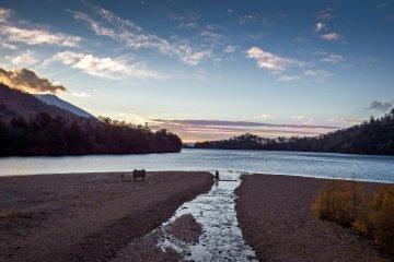 유노코 호수에서의 이른 아침