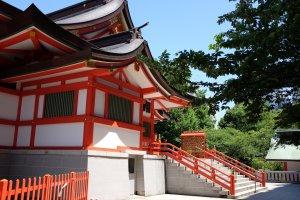 花園神社側面
