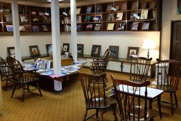 河口湖酒店閱讀室與畫廊