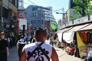 Seeing Asakusa's streets from the rickshaw