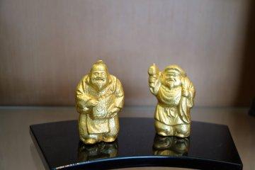 Happy, shiny buddhas pay homage to the religion