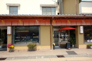 Mặt tiền cửa hàng chính của Sakuda