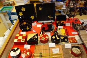 Tự tay làm ra sản phẩm bằng vàng lá của chính bạn tại workshop của Sakuda