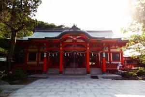 Awashima est certes un petit sanctuaire mais il est très spécial