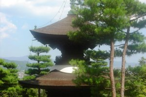 Chùa trên khuôn viên Đền Jojakko-ji